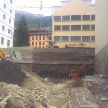 Excavació per a projecte d'aparcaments, locals comercials i vivendes