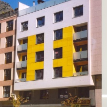 Residential building located at Coprínceps square, 3