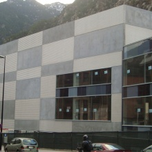 Complex for Cinemas and Commercial Premises in Santa Coloma