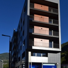 Edifici de Vivendes, Locals i Despatxos a Avda. Tarragona núm. 57