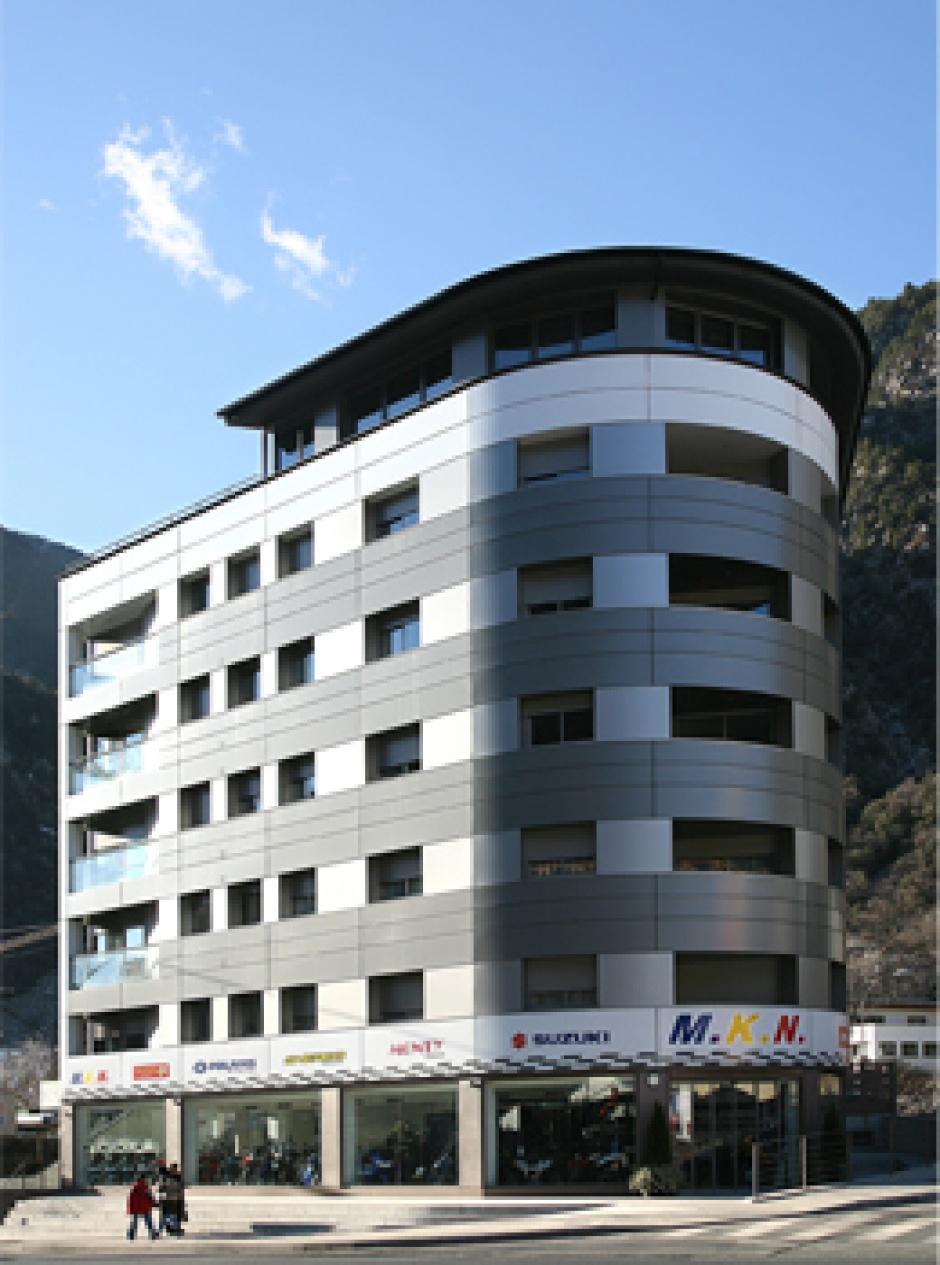 Edifici de Vivendes i Locals Comercials a Av. Enclar, Santa Coloma, Arquitectura (Principat d'Andorra)